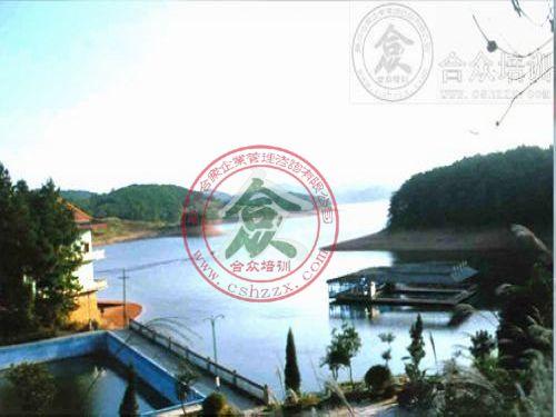 邵东流光岭风景区:位于邵东县流光岭镇,该景区有青山4km2,树木成林,花